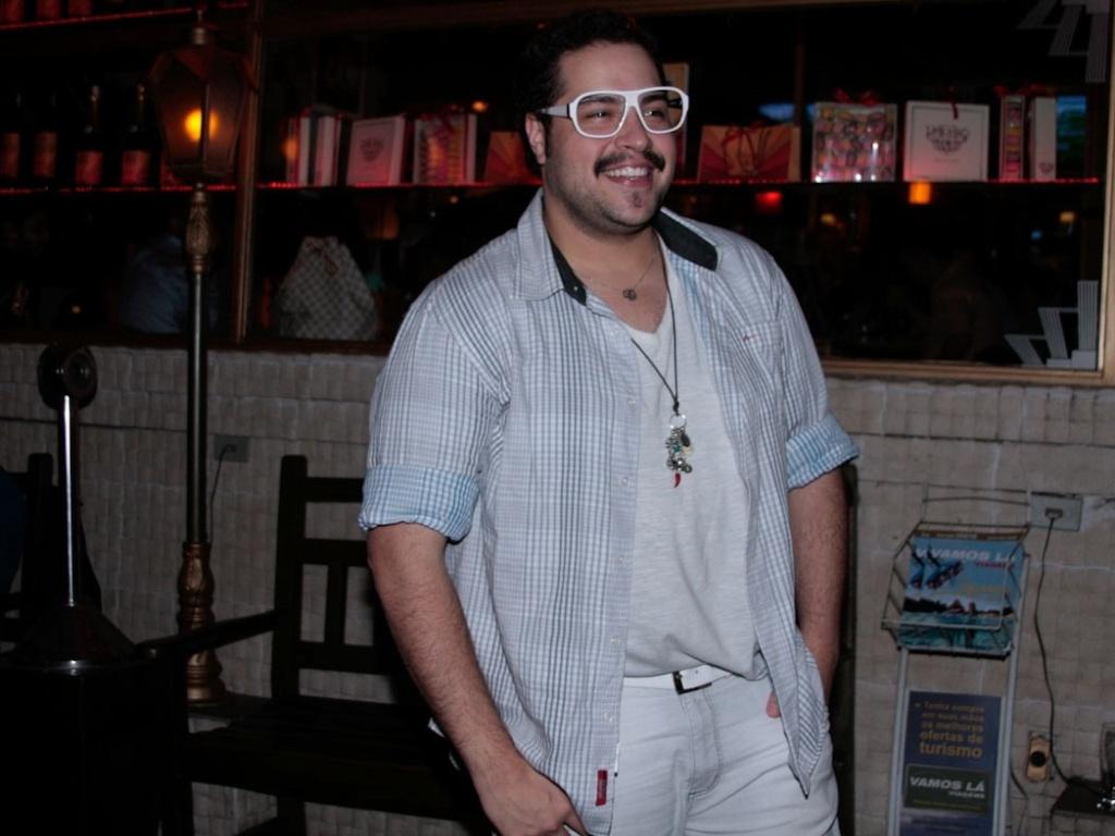 Tiago Abravanel participa de festa do