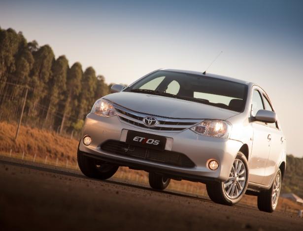 Novatos como o Toyota Etios, hatch e sedã (foto), estreiam com nota A e lição de eficiência