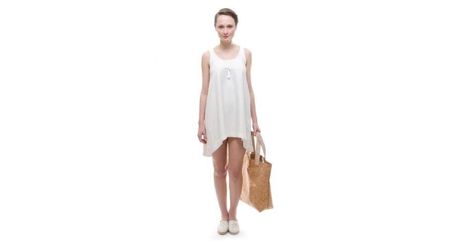 Vestido branco mullet discreto; R$ 435, na Flavia Aranha (www.flaviaaranha.com). Preço pesquisado em setembro de 2012 e sujeito a alterações