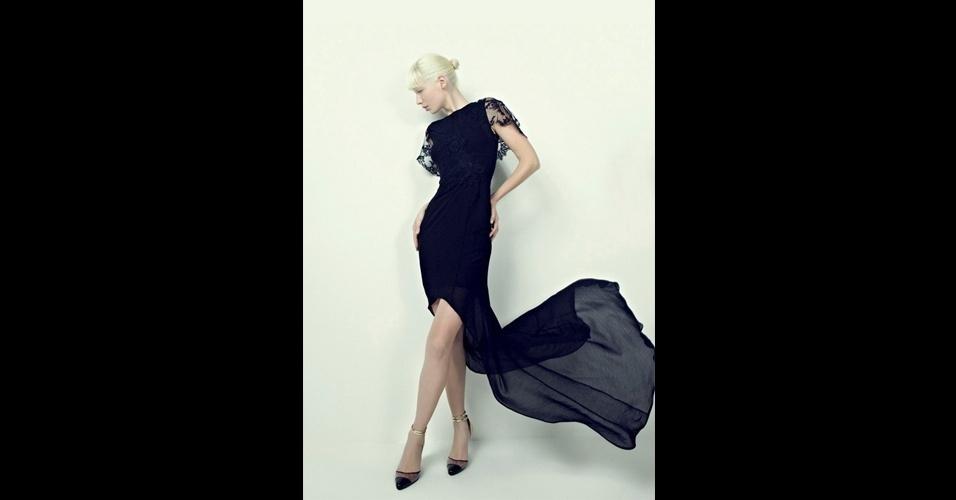 Vestido mullet preto em renda e georgette; R$ 3.584, na Vitor Zerbinato (Tel.: 11 3064-0185). Preço pesquisado em setembro de 2012 e sujeito a alterações