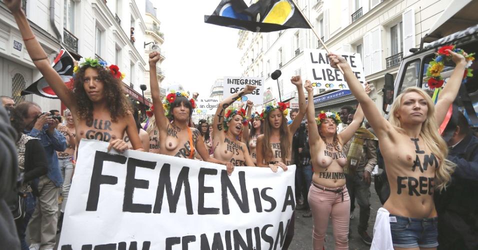 18.set.2012 - Ativistas do grupo feminino ucraniano Femen protestam em Paris, contra a política desfavorável às mulheres