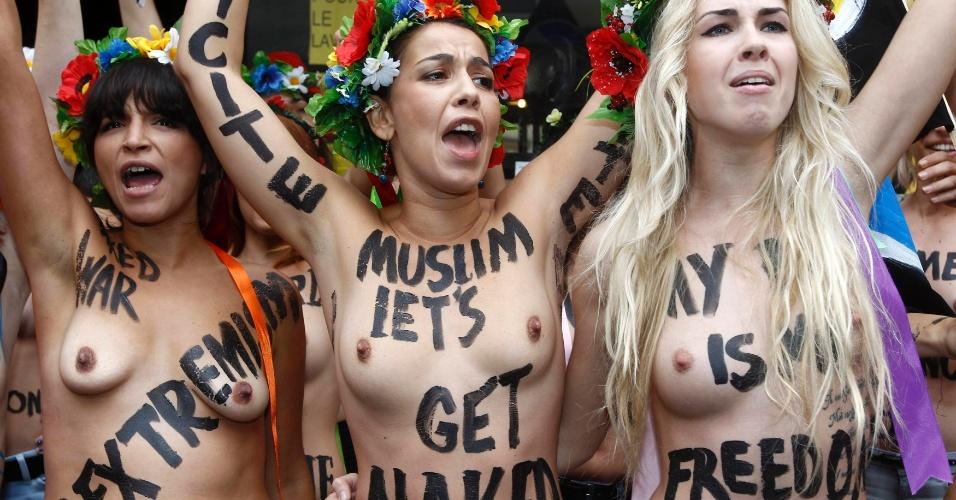 18.set.2012 - Ativistas ucranianas do grupo feminista Femen participam de manifestação em Paris nesta terça-feira para