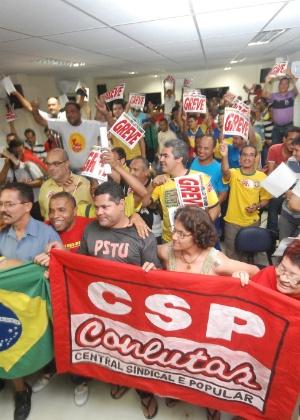 Servidores dos Correios do Recife e da região metropolitana aprovaram greve durante assembleia realizada no Sindicato dos Trabalhadores dos Correios e Telégrafos de Pernambuco (Sintect), no centro da capital pernambucana