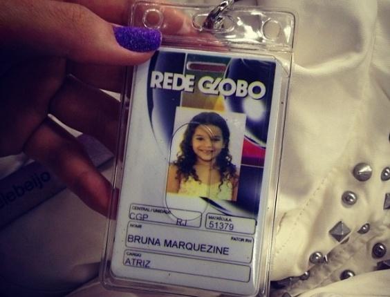 Bruna Marquezine mostra crachá de quando era criança no Instagram (18/9/12)