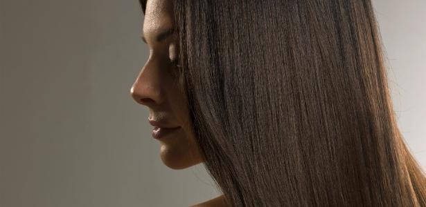 Não é preciso arriscar a saúde e se submeter a tratamentos com formol para ter cabelos lisos; já existem inúmeras opções eficazes de alisamento sem o ativo que expõe cliente e cabeleireiro a riscos