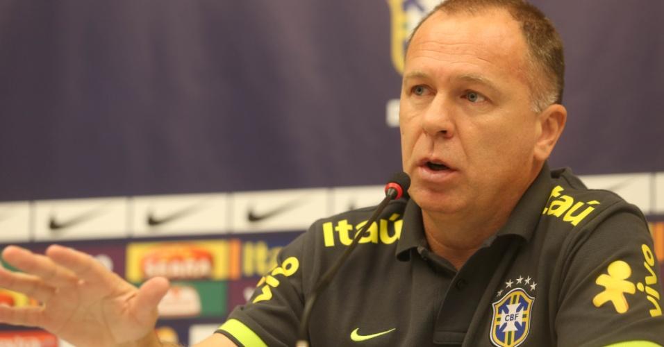 Mano Menezes afirmou que não se sente ameaçado por Felipão, sem clube após sair do Palmeiras