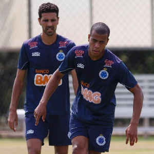Jovem lateral direito Mayke pode fazer sua estreia no time profissional do Cruzeiro contra S&#227;o Paulo