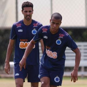Jovem lateral direito Mayke pode fazer sua estreia no time profissional do Cruzeiro contra São Paulo