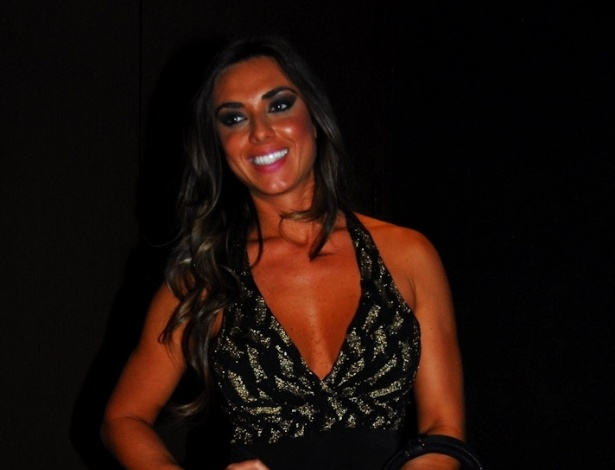 Nicole Bahls na festa de aniversrio do cantor sertanejo Sorocaba, da dupla Fernando & Sorocaba, na casa noturna Wood?s em So Paulo (17/9/12)