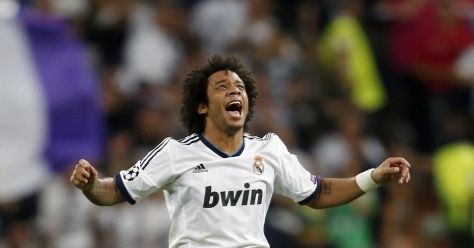 O lateral brasileiro Marcelo comemora seu gol na partida contra o Manchester City