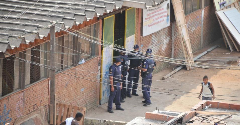 19.set.2012 - A Guarda Civil Municipal toma conta da favela do Moinho, em São Paulo (SP) para impedir moradores de reconstruírem seus barracos no local onde ocorreu o incêndio