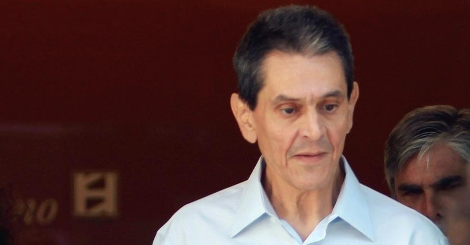 19.set.2012 - O político Roberto Jefferson, envolvido no escândalo do mensalão, deixa o Hospital Samaritano, em Botafogo, Rio de Janeiro, após uma semana de internação