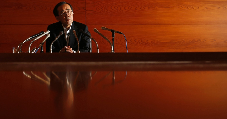 19.set.2012 - Presidente do Banco do Japão, Masaaki Shirakawa, fala durante conferência, em Tóquio