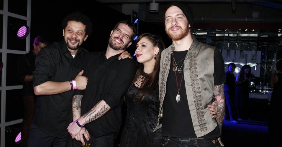 A cantora Pitty e sua banda durante a festa do 19º Prêmio Multishow (18/9/12)