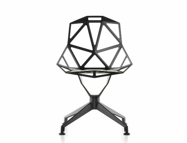 Cadeira One desenvolvida pelo designer Konstantin Grcic para a Magis em 2004: candidata a ícone