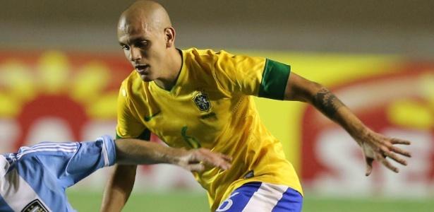 Lateral-esquerdo Fábio Santos está de volta ao grupo da seleção brasileira