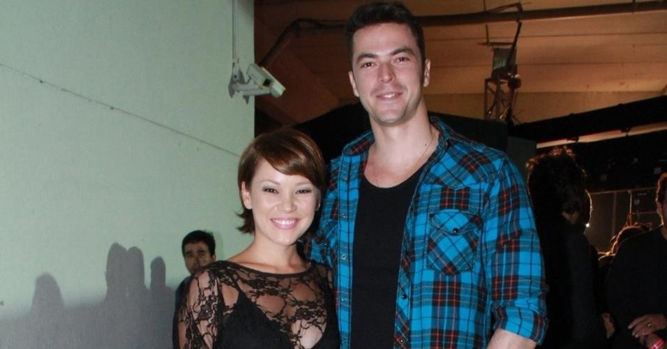 Geovanna Tominaga com o namorado Eduardo Duarte durante a festa do 19º Prêmio Multishow (18/9/12)