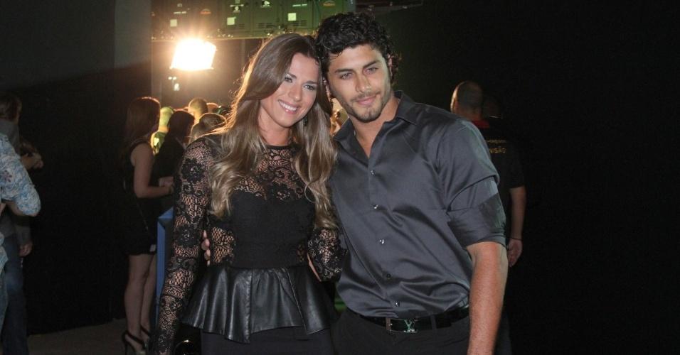 Jesus Luz com a namorada Liliana no 19º Prêmio Multishow (18/9/12)