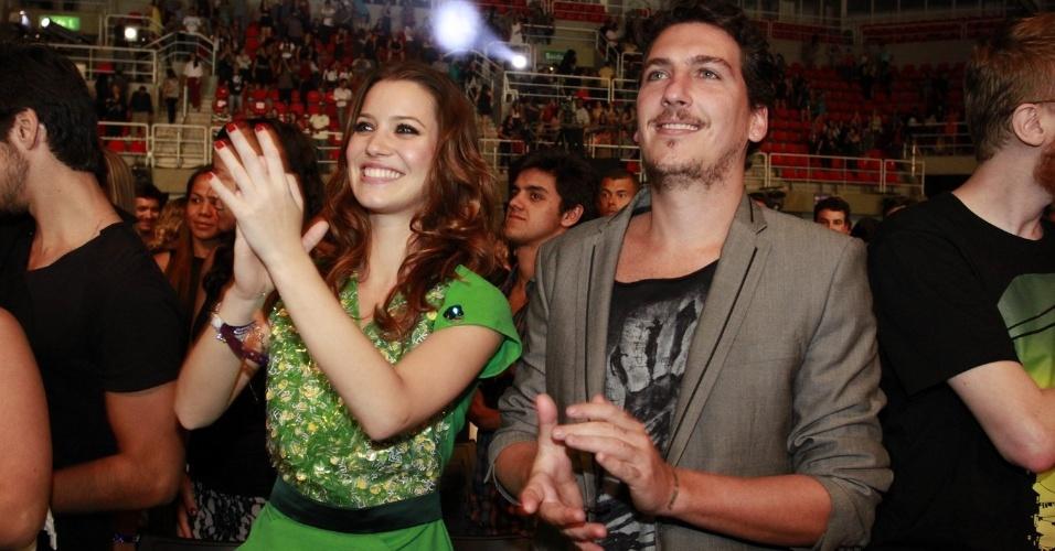 Nathalia Dill na festa do 19º Prêmio Multishow próxima ao namorado, Caio Sóh (18/9/12)