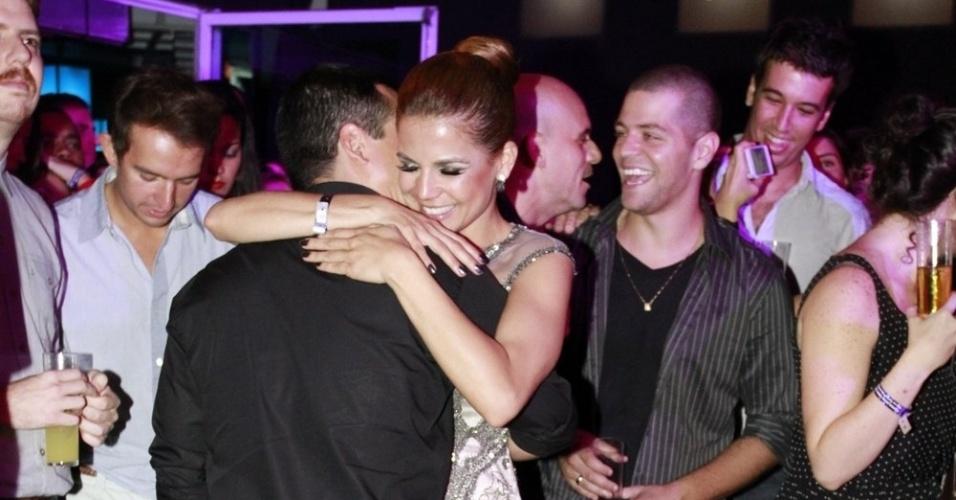 Nívea Stelmann dança com o namorado na festa do 19º Prêmio Multishow (18/9/12)