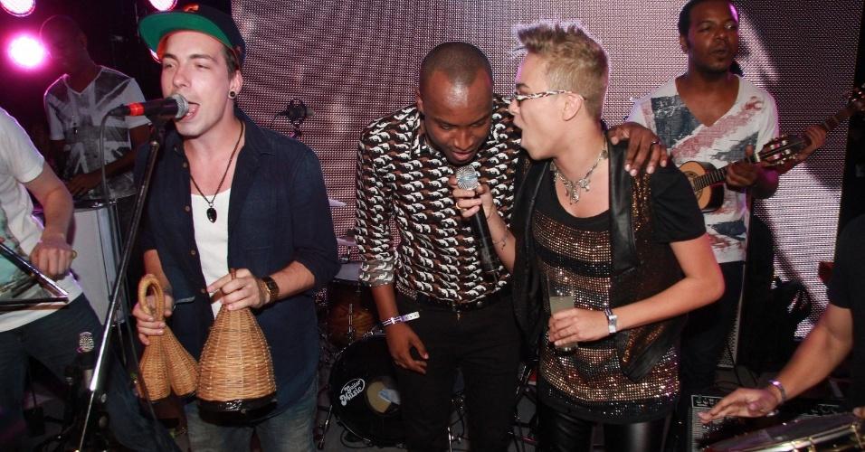 NX Zero, Thiaguinho e Maria Gadú cantam juntos durante a festa do 19º Prêmio Multishow (18/9/12)