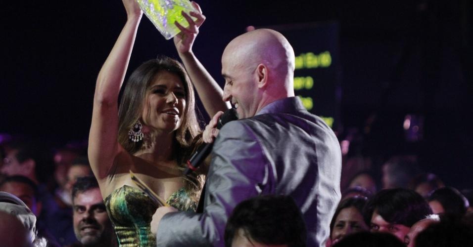 Paula Fernandes recebe o prêmio Melhor Show na Votação Popular na 19ª edição do Prêmio Multishow 2012, na Barra da Tijuca, Rio de Janeiro (18/9/12)