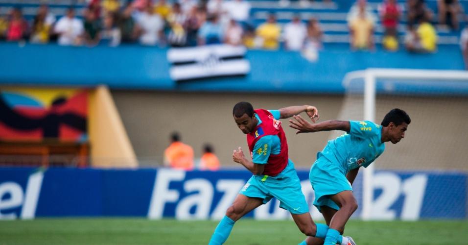 Seleção brasileira treinou no estádio Serra Dourada nesta terça-feira (18/09/2012)