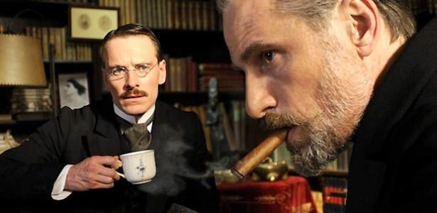 """O difícil relacionamento entre Sigmund Freud (personificado por Viggo Mortensen) e Carl Jung (Michel Fassbender) é o tema de """"Um método perigoso"""", filme de David Cronenberg."""