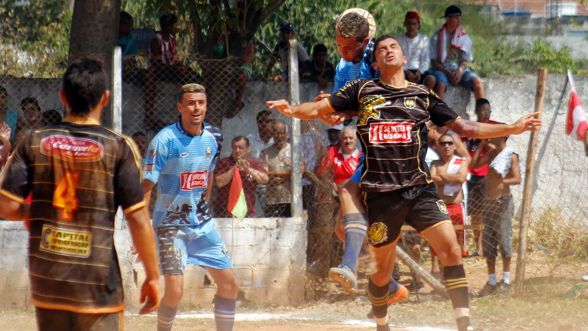 XI Garotos (de preto) enfrentou o Fumaça neste último domingo pela série B da Copa Kaiser SP