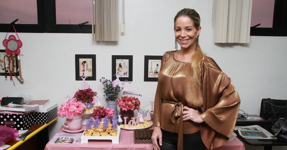 """A atriz Danielle Winitz compareceu a um evento de seu brechó """"La Luna Mia"""" em um shopping no Rio de Janeiro. Atualmente, ela está em cena na novela """"Malhação"""" como a professora Marcela (20/9/12)"""