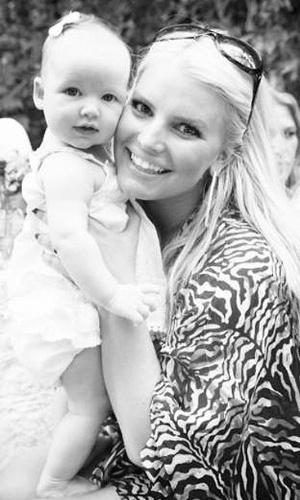 A cantora Jessica Simpson com a filha Maxwell, fruto de seu relacionamento com Eric Johnson (20/9/12)