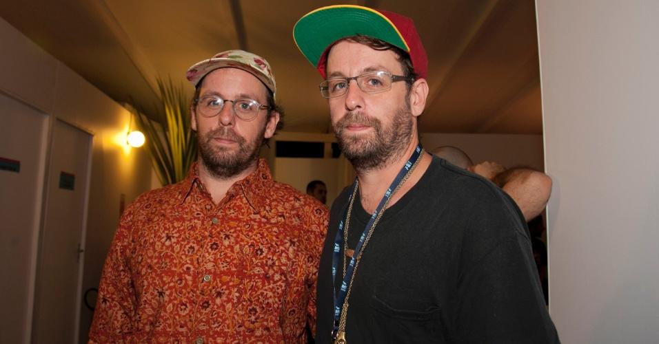A dupla de artistas Os Gemeos, Gustavo e Otavio Pandolfo, chega ao VMB 2012, em São Paulo (20/9/12)