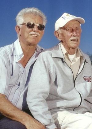 A imagem feita há 10 anos mostra Carlos Stocco ao lado do pai, Antonio Stocco, diagnosticados com Alzheimer