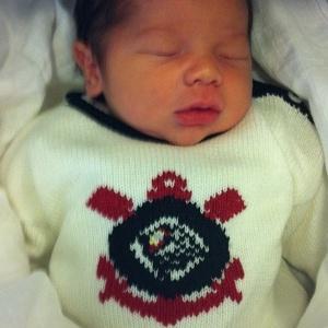 : Dentinho veste filho com roupa do Corinthians: louco para o bando