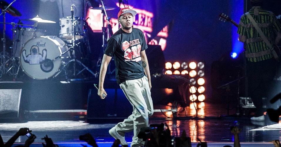 """Depois de receber o prêmio de música do ano por """"Dedo na Ferida"""", Emicida se apresenta no palco do VMB 2012 (20/9/12)"""