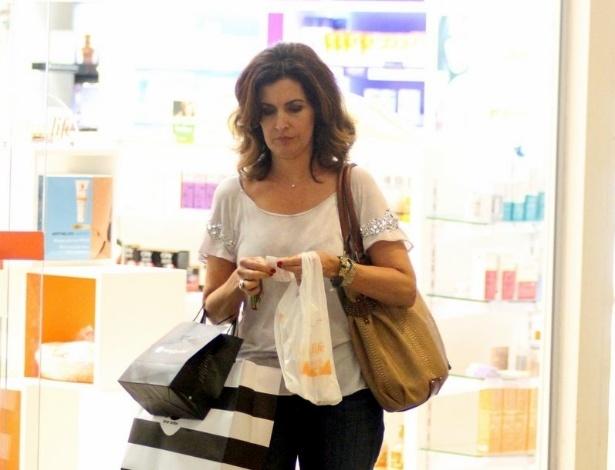 Fátima Bernardes fez compras em um shopping da zona oeste do Rio (20/9/12)