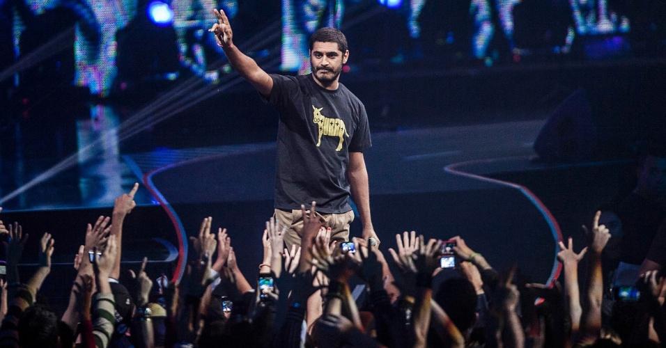 Ganhador em 2011, o  rapper Criolo apresenta a categorai Revelação no VMB 2012 (20/9/12)