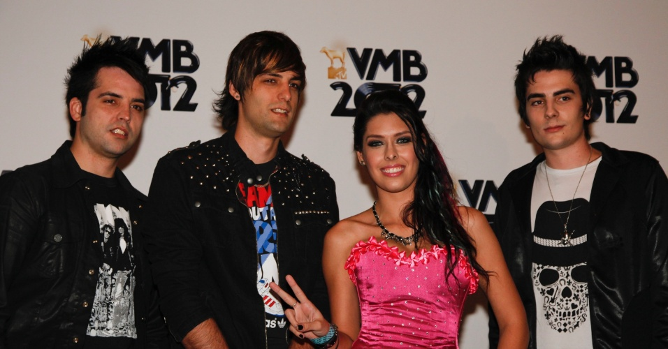 """Indicada na categoria Hit do ano com a música """"Tudo Que Eu Sinto"""", a banda CW7 chega para o VMB 2012 (20/9/12)"""