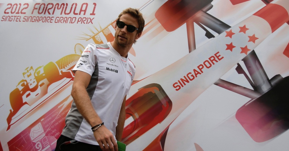 Jenson Button, da McLaren, chega ao circuito Marina Bay para 14ª prova do ano