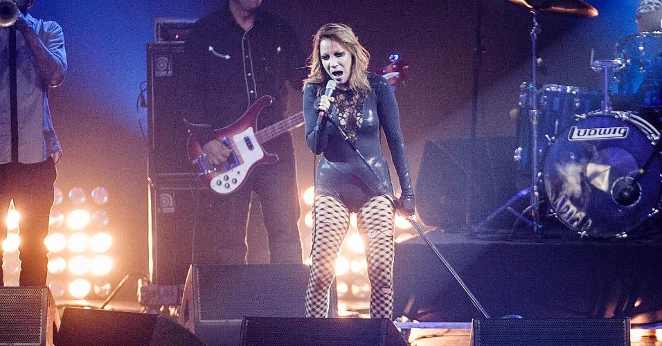 Karina Buhr se apresenta no palco do VMB 2012 (20/9/12)