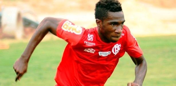 Negueba realizou apenas atividades físicas nesta quinta-feira, no CT do Flamengo