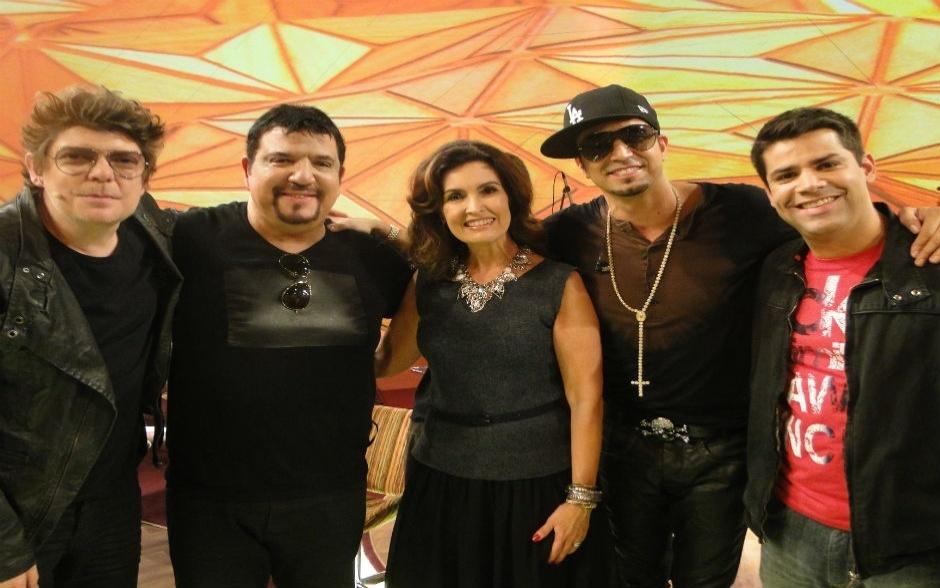 """O programa """"Encontro com Fátima Bernardes"""" desta quinta-feira (20) falou sobre músicas que grudam na cabeça e contou com apresentações do cantor Latino"""