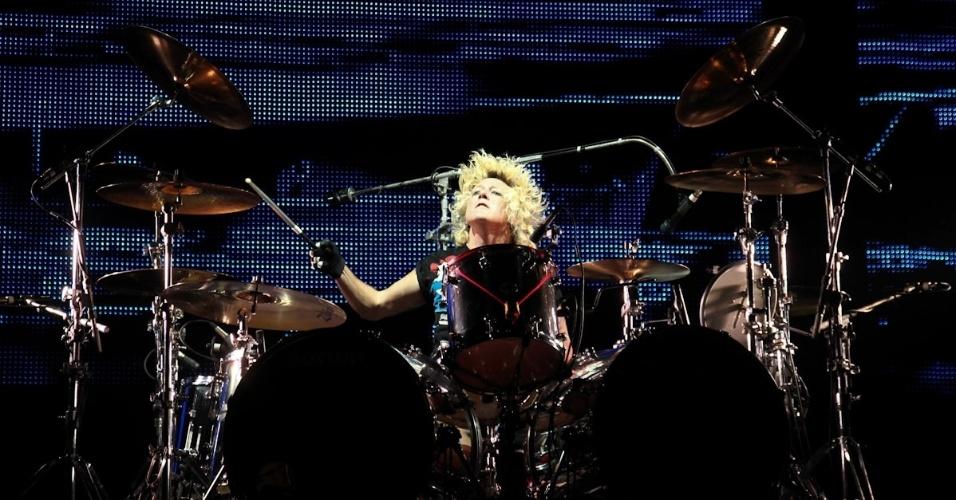 O baterista James Kottak se apresenta durante show da banda alemã Scorpions em São Paulo (20/9/12)