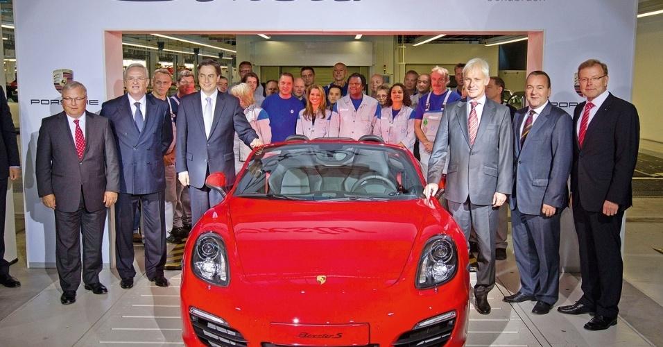 """Porsche Boxster começa a ser fabricado na unidade da Volkswagen, em Osnabrück (Alemanha). Usando a palavra """"sinergia"""", na moda entre os gurus empresariais, o grupo espera reduzir o gargalo existente na produção dos modelos da marca de esportivos e aumentar a produtividade"""