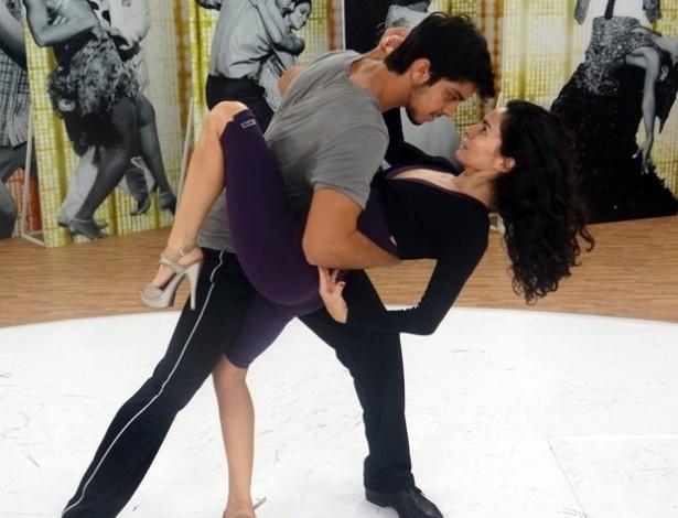 """Rodrigo Simas e Claudia Ohana ensaiaram para se apresentarem no programa """"Domingão do Faustão"""" (20/9/12)"""