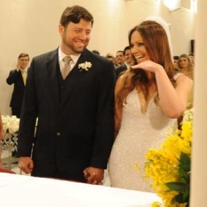 """Solange Almeida, do grupo """"Aviões do Forró"""", se casa com o empresário baiano Wagner Miau"""