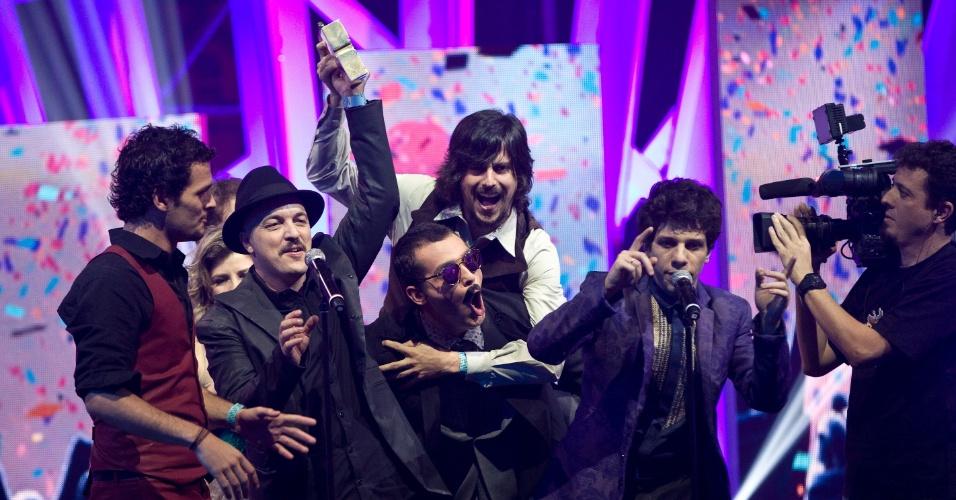 Vanguart leva prêmio de melhor banda no VMB 2012 (20/9/12)