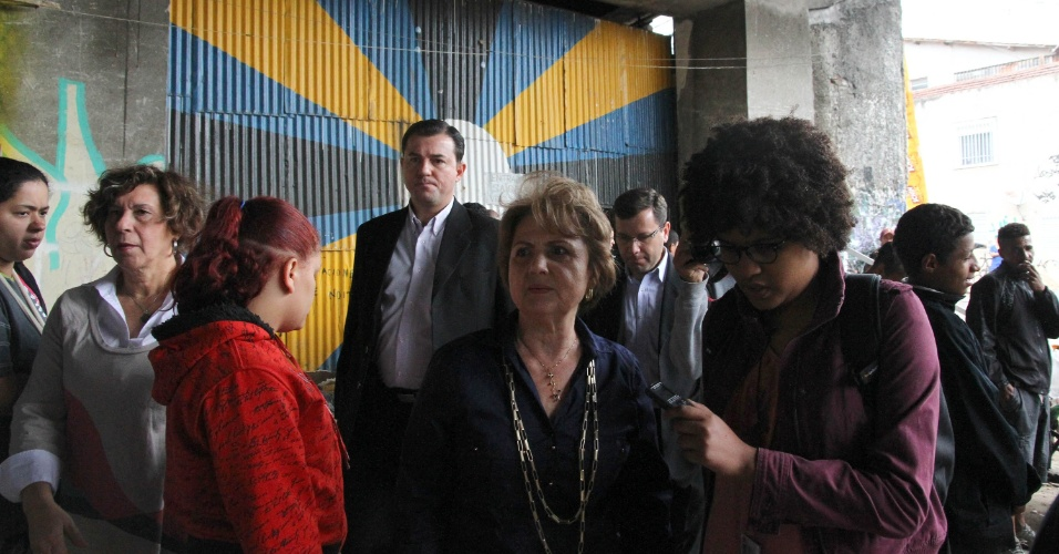 21.set.2012 - A vice-prefeita de São Paulo, Alda Marco Antônio (PSD), visitou a favela do Moinho, na região central da capital paulista, após o incêndio no local seguido de confronto com agentes da Guarda Civil Metropolitana
