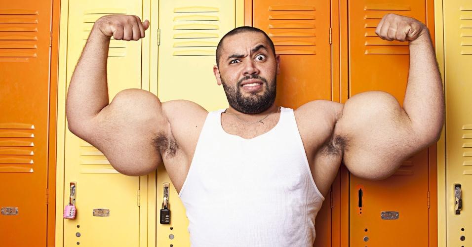 21.set.2012 - Com uma circunferência de 1,6 metros, o jovem americano de origem egípcia Adel Moustafa  conquista o Guinness World Records por ter os bíceps mais grossos do mundo,