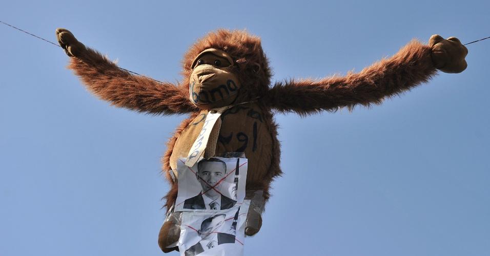 21.set.2012 - Desfile afegão coloca macaco representando o presidentes dos Estados Unidos, Barack Obama